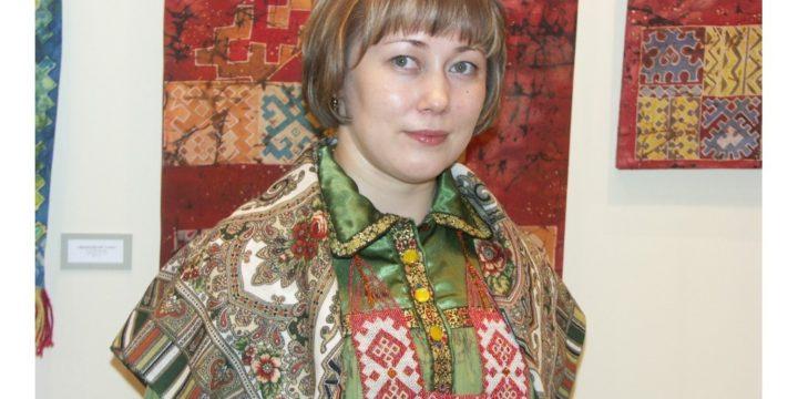 """(Русский) Ханши- хантыйские письмена на Фестивале """"Руками женщины"""""""